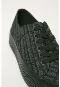 Czarne tenisówki Calvin Klein Jeans na obcasie, na średnim obcasie
