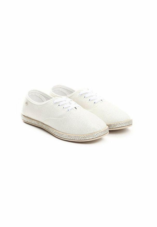 Białe tenisówki Born2be