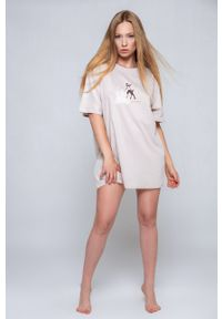 Sensis - Koszula nocna Deer. Kolor: beżowy. Materiał: dzianina. Długość: krótkie. Wzór: nadruk