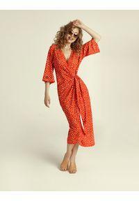 Madnezz - Sukienka Chilena - carnaval print. Materiał: wiskoza, elastan. Wzór: nadruk. Typ sukienki: kopertowe