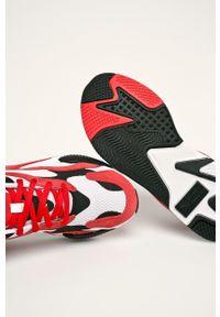 Czerwone sneakersy Puma z okrągłym noskiem, z cholewką