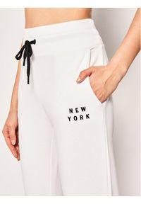 Białe spodnie dresowe DKNY Sport