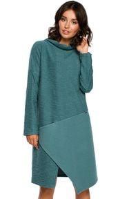 BE - Lekko oversizowa sukienka z asymetrycznym dołem. Materiał: dzianina, materiał, bawełna. Długość rękawa: długi rękaw. Wzór: gładki. Typ sukienki: asymetryczne
