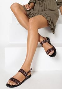 Born2be - Brązowe Sandały Livid. Okazja: na co dzień. Zapięcie: pasek. Kolor: brązowy. Wzór: paski. Obcas: na płaskiej podeszwie. Styl: sportowy, casual