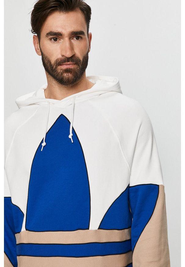Biała bluza nierozpinana adidas Originals casualowa, z kapturem, na co dzień, z aplikacjami