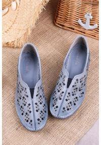 Maciejka - niebieskie półbuty maciejka skórzane ażurowe 4048a-17/00-0. Kolor: niebieski. Materiał: skóra. Wzór: ażurowy