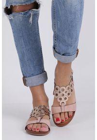Różowe sandały Casu w ażurowe wzory, casualowe, na co dzień