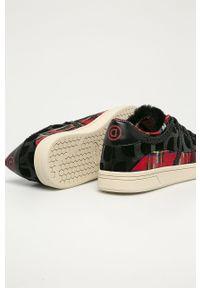 Czarne buty sportowe Desigual na średnim obcasie, z cholewką, na sznurówki