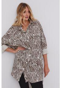 Answear Lab - Koszula bawełniana. Okazja: na co dzień. Kolor: beżowy. Materiał: bawełna. Długość rękawa: długi rękaw. Długość: długie. Styl: wakacyjny