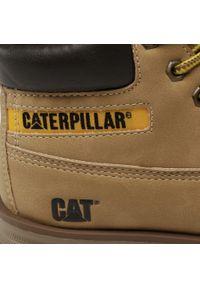 CATerpillar - Trapery CATERPILLAR - Founder CK264149 Camel. Okazja: na spacer. Kolor: brązowy. Materiał: skóra, skóra ekologiczna. Szerokość cholewki: normalna. Sezon: zima