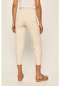 ANSWEAR - Answear - Jeansy. Stan: podwyższony. Kolor: beżowy