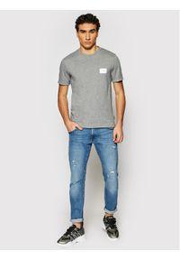 Calvin Klein T-Shirt Turn-Up Logo K10K107281 Szary Regular Fit. Kolor: szary