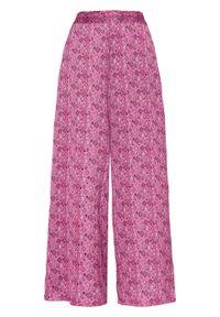 Różowe spodnie bonprix z nadrukiem