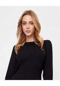 MARLU - Czarna sukienka z marszczeniem. Okazja: na randkę, na imprezę. Kolor: czarny. Długość rękawa: długi rękaw. Sezon: jesień. Typ sukienki: dopasowane, oversize. Styl: elegancki. Długość: mini