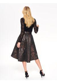 Złota spódnica TOP SECRET w kolorowe wzory, na lato, z podwyższonym stanem, elegancka