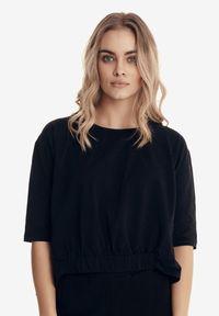 Born2be - Czarna Bluzka Badura Dioseithe. Okazja: na co dzień. Kolor: czarny. Materiał: bawełna, elastan. Długość: długie. Styl: sportowy, klasyczny, casual