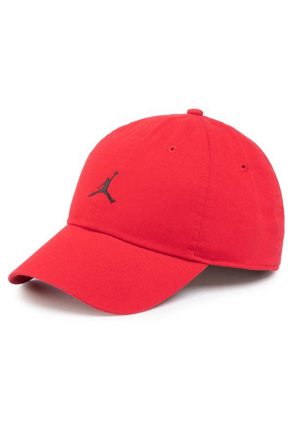 Czerwona czapka z daszkiem Nike