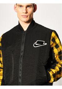 Czarna kurtka bomberka Nike