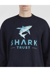 PAUL & SHARK - Bluza z nadrukiem Shark Trust. Kolor: niebieski. Materiał: bawełna, jeans. Wzór: nadruk