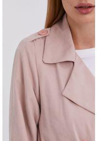 Answear Lab - Trencz. Kolor: różowy. Materiał: tkanina, materiał. Wzór: gładki. Styl: wakacyjny #6