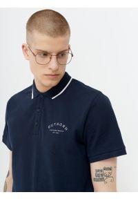 outhorn - Koszulka polo męska. Okazja: na co dzień. Typ kołnierza: polo. Materiał: bawełna. Styl: sportowy, klasyczny, casual