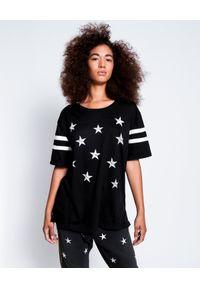 ONETEASPOON - Czarny t-shirt w gwiazdy. Okazja: na urodziny. Typ kołnierza: dekolt na plecach. Kolor: czarny. Materiał: bawełna. Wzór: nadruk, aplikacja. Styl: rockowy