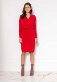 Lanti - Czerwona Sukienka z Kopertowym Dekoltem. Kolor: czerwony. Materiał: wiskoza, akryl. Typ sukienki: kopertowe