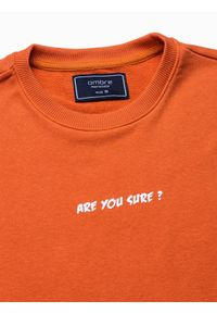 Ombre Clothing - Bluza męska bez kaptura z nadrukiem B1215 - pomarańczowa - XXL. Typ kołnierza: bez kaptura. Kolor: pomarańczowy. Materiał: poliester, bawełna. Wzór: nadruk