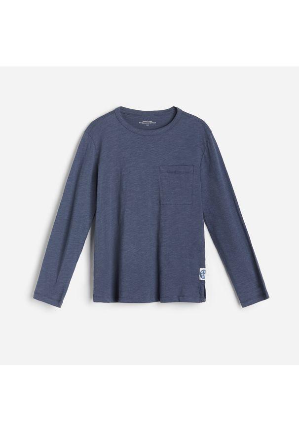 Niebieska koszulka z długim rękawem Reserved