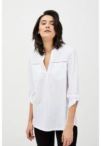 Biała bluzka MOODO z klasycznym kołnierzykiem, klasyczna