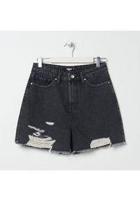 Sinsay - Szorty jeansowe z przetarciami - Czarny. Kolor: czarny. Materiał: jeans