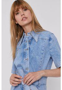 Mustang - Sukienka jeansowa. Kolor: niebieski. Materiał: jeans. Długość rękawa: krótki rękaw. Typ sukienki: rozkloszowane