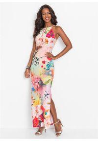 Długa sukienka letnia w kwiaty bonprix jasnoróżowy w kwiaty. Kolor: różowy. Wzór: kwiaty. Sezon: lato. Długość: maxi