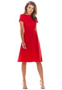 Czerwona sukienka wizytowa Awama klasyczna, z klasycznym kołnierzykiem, z krótkim rękawem