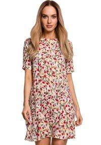 MOE - Przewiewna trapezowa sukienka w kwiaty z falbaną. Materiał: tkanina. Wzór: kwiaty. Sezon: lato. Typ sukienki: trapezowe