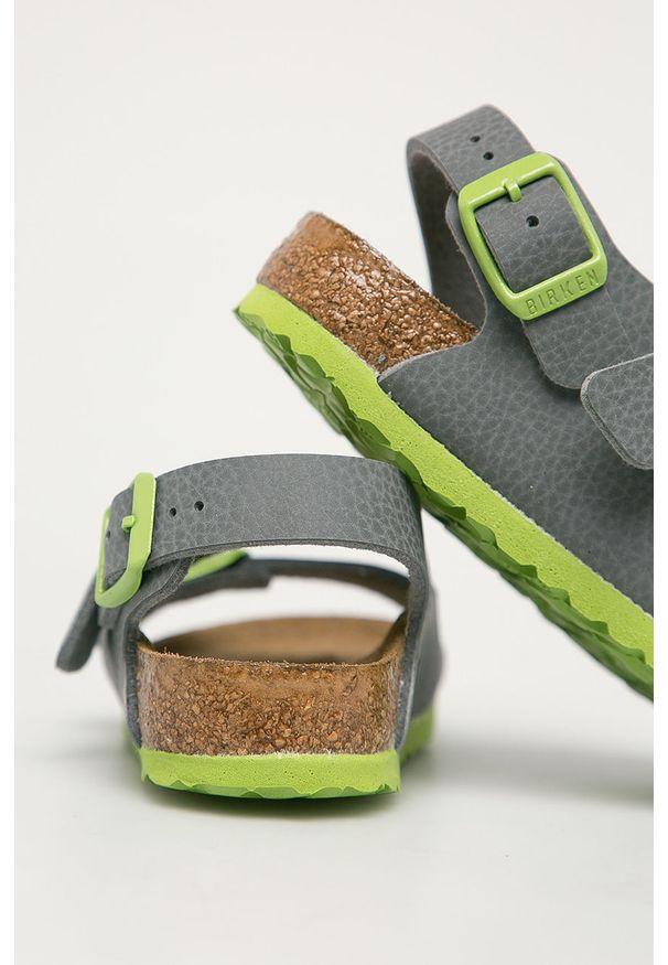 Szare sandały Birkenstock na klamry