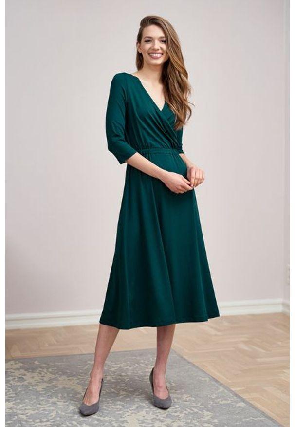 Marie Zélie - Sukienka Rita butelkowa zieleń mikromodal. Typ kołnierza: dekolt kopertowy. Materiał: wiskoza, dzianina, elastan, włókno, skóra. Długość rękawa: krótki rękaw. Typ sukienki: proste, kopertowe