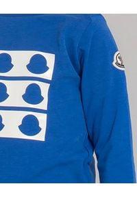 MONCLER KIDS - Niebieska koszulka z logo 0-2 lat. Kolor: niebieski. Materiał: bawełna, dresówka. Długość: długie. Wzór: nadruk, aplikacja. Sezon: lato. Styl: sportowy