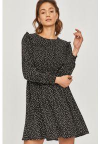 Czarna sukienka Answear Lab mini, z długim rękawem, w grochy