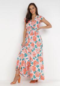 Born2be - Różowo-Pomarańczowa Sukienka Acsesi. Typ kołnierza: kołnierz z falbankami. Kolor: różowy. Materiał: tkanina, materiał. Wzór: kwiaty. Typ sukienki: kopertowe. Długość: maxi