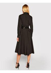 Czarna sukienka koszulowa Karl Lagerfeld z dekoltem karo