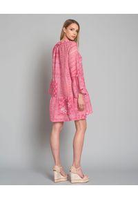 ANJUNA - Różowa sukienka z lnu. Kolor: różowy, fioletowy, wielokolorowy. Materiał: len. Wzór: aplikacja. Sezon: lato. Typ sukienki: rozkloszowane. Długość: mini