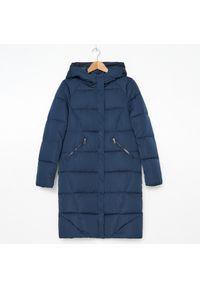Niebieski płaszcz House z kapturem