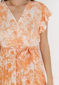 Born2be - Pomarańczowa Sukienka Nesyse. Kolor: pomarańczowy