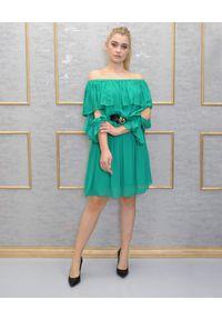 EMMA & GAIA - Zielona sukienka z falbanami. Kolor: zielony. Długość rękawa: długi rękaw. Sezon: lato. Długość: mini
