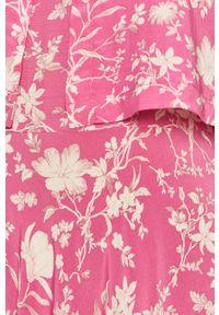Różowa sukienka Pepe Jeans rozkloszowana, na ramiączkach, casualowa, maxi