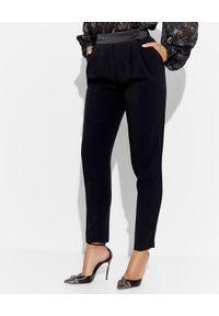 Ermanno Firenze - ERMANNO FIRENZE - Czarne spodnie z zakładkami. Kolekcja: dla wysokich. Kolor: czarny. Materiał: wiskoza, materiał. Wzór: gładki. Styl: klasyczny, elegancki