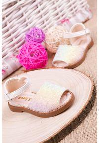 Białe sandały Casu na rzepy
