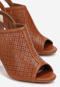 Born2be - Camelowe Sandały Aethopheu. Nosek buta: okrągły. Zapięcie: pasek. Wzór: gładki, ażurowy, aplikacja. Obcas: na słupku