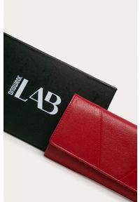 Answear Lab - Portfel skórzany. Kolor: czerwony. Materiał: skóra. Wzór: gładki
